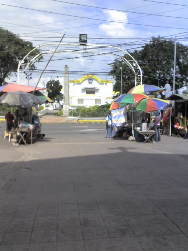 San Pedro Municipal Hall (right in front of San Pedro Apóstol Parish Church)