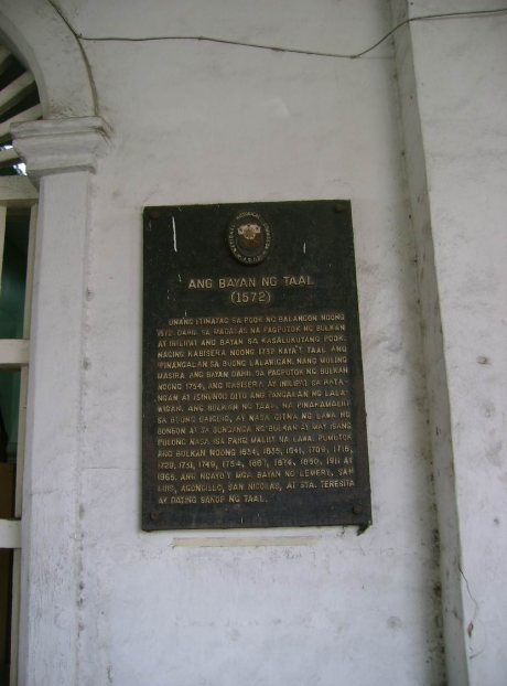 HISTORICAL MARKER OF TAAL, BATANGAS AT THE MUNICIPAL HALL