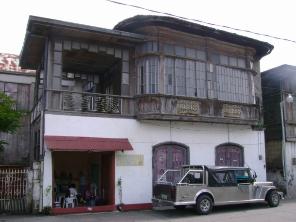 One part of this house (near the municipal hall) is converted into a small school.