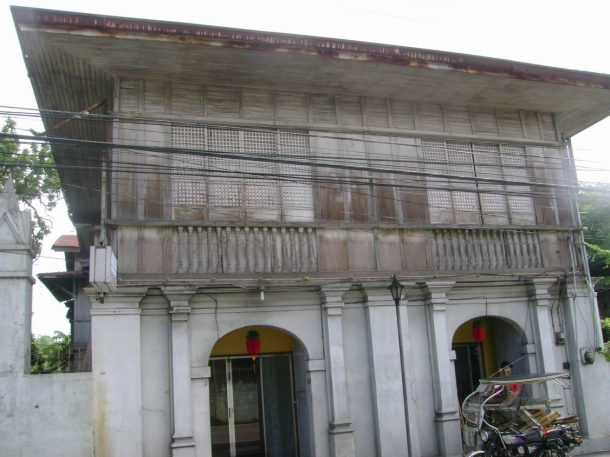 Many Taal houses have opened shops on their stone-built ground floors such as this one.